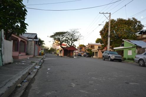 Rue principale à Luperon